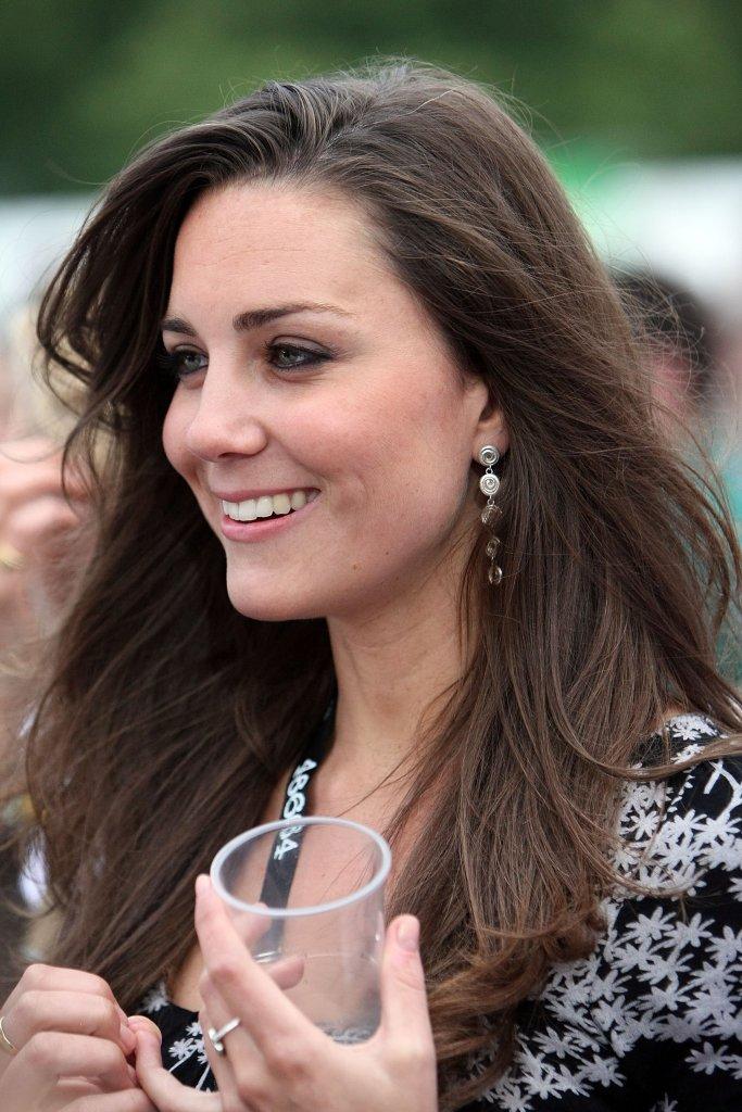 Duchess of Cambridge, Kate Middleton, wearing Patrick Mavros Earrings [Image: Pop Sugar]
