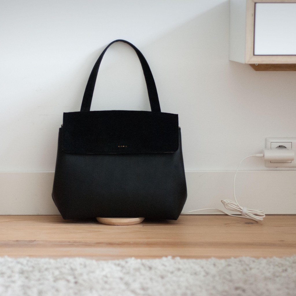 Minois handbag that charges phones and tablets