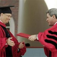 Depois de 30 anos, Bill Gates se forma