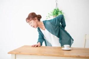 腰が痛い中高年の女性
