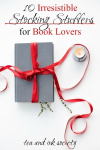 Book lovers will adore this list of literary stocking stuffers! These stocking stuffers for bookworms make the ideal addition to your reading nook or around your home.#bookishgifts #giftguide