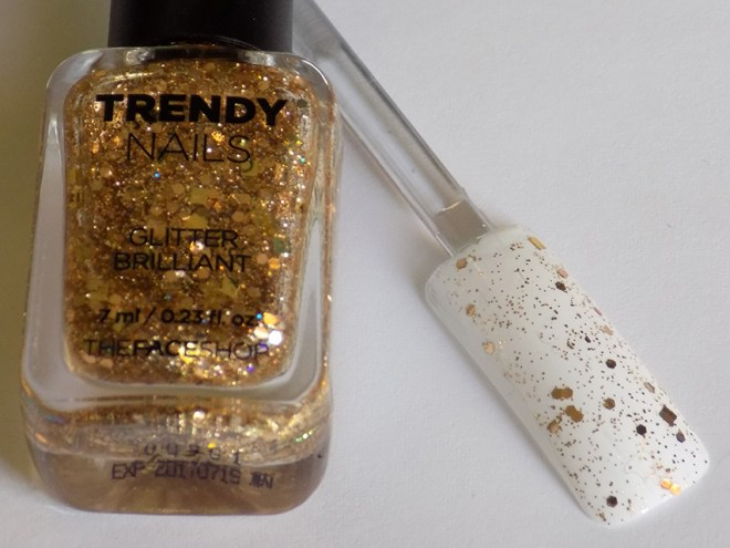 thefaceshop the face shop Trendy Nails Glitter GLI016 swatch stick and bottle