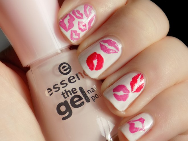 Valentine's Day Nail Art - Kisses Hot Lips