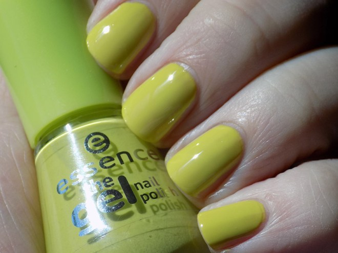 Essence Don't Be Shy Swatch Artificial Light