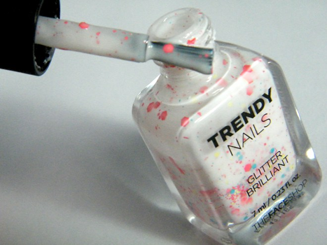 thefaceshop Trendy Nails Glitter GLI030 bottle brush