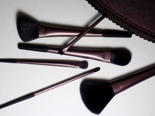 Quo Fall Collection Full Brush Set with bag