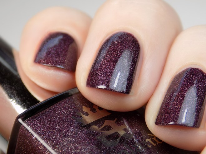 A England - In Robe and Crown Macro Swatch Artificial Light - Tennysons Romance Collection