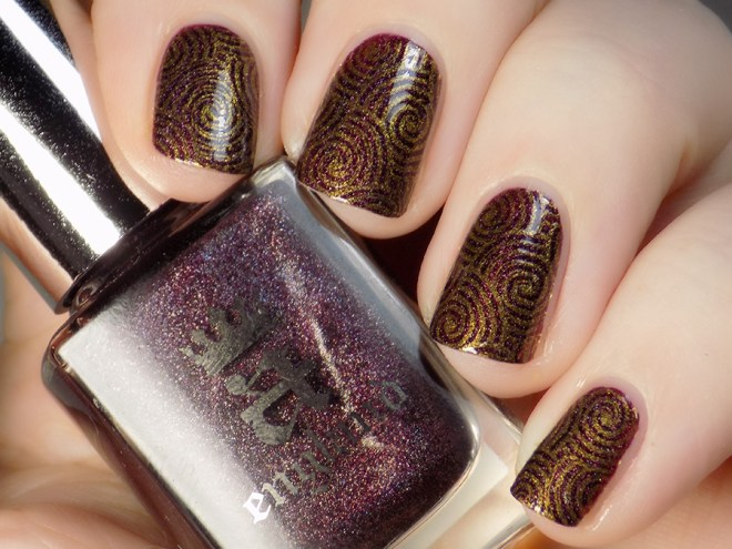 CBBNov Stamping Prompt - A England In Robe and Crown - BP Gold - Pueen Geo Lover 02 plate - Closeup Swatch