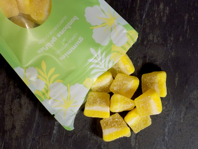 DAVIDSTEA Lemon Wedge Gummies with DAVIDsTEA Magic Potion Colour Changing tea