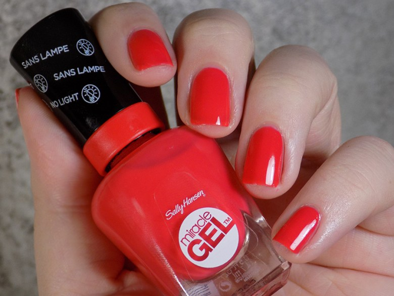 Sally Hansen Miracle Gel 409 World Wide Red - Swatch Artificial Lighting