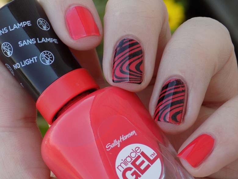 Sally Hansen Miracle Gel 409 World Wide Red - Swatch Shade Stamped Pueen Fancy Lover 02
