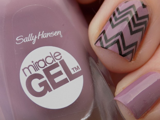 Sally Hansen Miracle Gel 559 Street Flair - BPY013 Decals Closeup