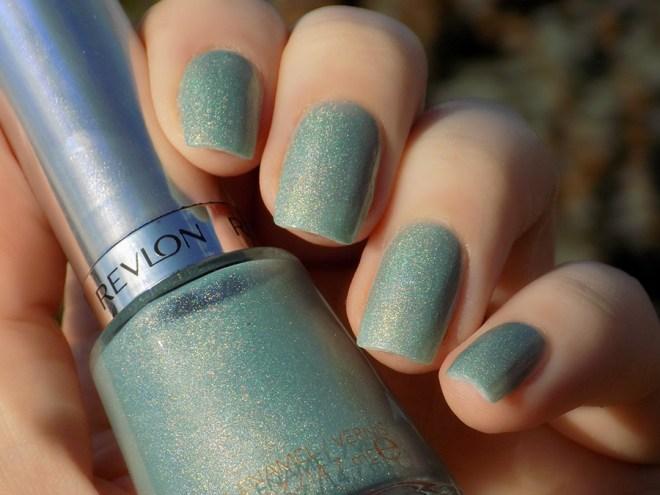 Revlon Fairy Dust HoloChrome Polishes Swatch in sunlightt