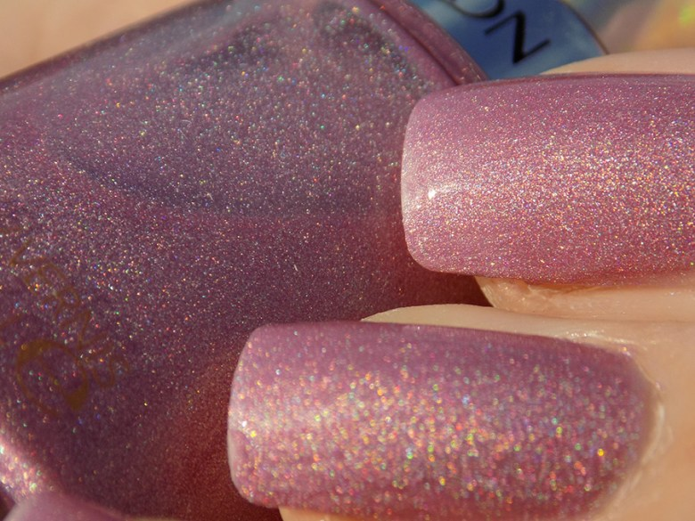 Revlon Galactic Pink Holographic Polish Swatches Holochrome Collection 2017 - Macro Swatch Sunlight