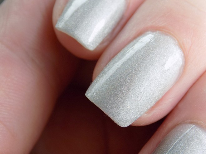 Revlon Hologasm Silver Holographic Polish Swatches Holochrome Collection 2017 - Closeup Swatch in Artificial Light