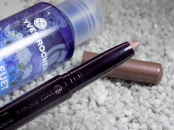 Yves Rocher Lifeproof Eyeshadow in Taupe Swatches and Review