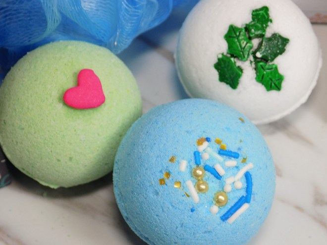 Holly Berry Body Holiday Bath Bombs