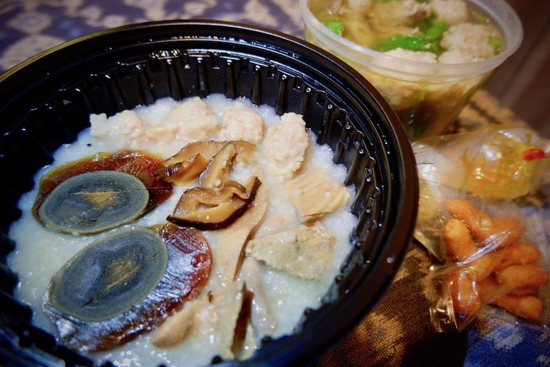 【バンコク宅配ごはん】Jok Moo Mae Sureeのお粥とモツスープ(エカマイ)