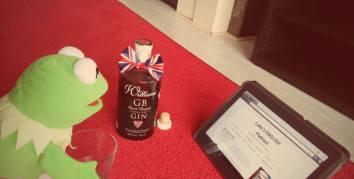 Anna Maria Chachulska (Polish girl living in Netherlands) and Kermit and a gin and tonic
