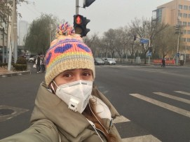 Sara Viñas in Beijing China with a mask for pollution