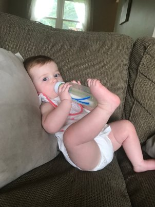 Do you want your baby to hold his or her own bottle? Try these 7 easy tips to get your little one independently self-feeding!
