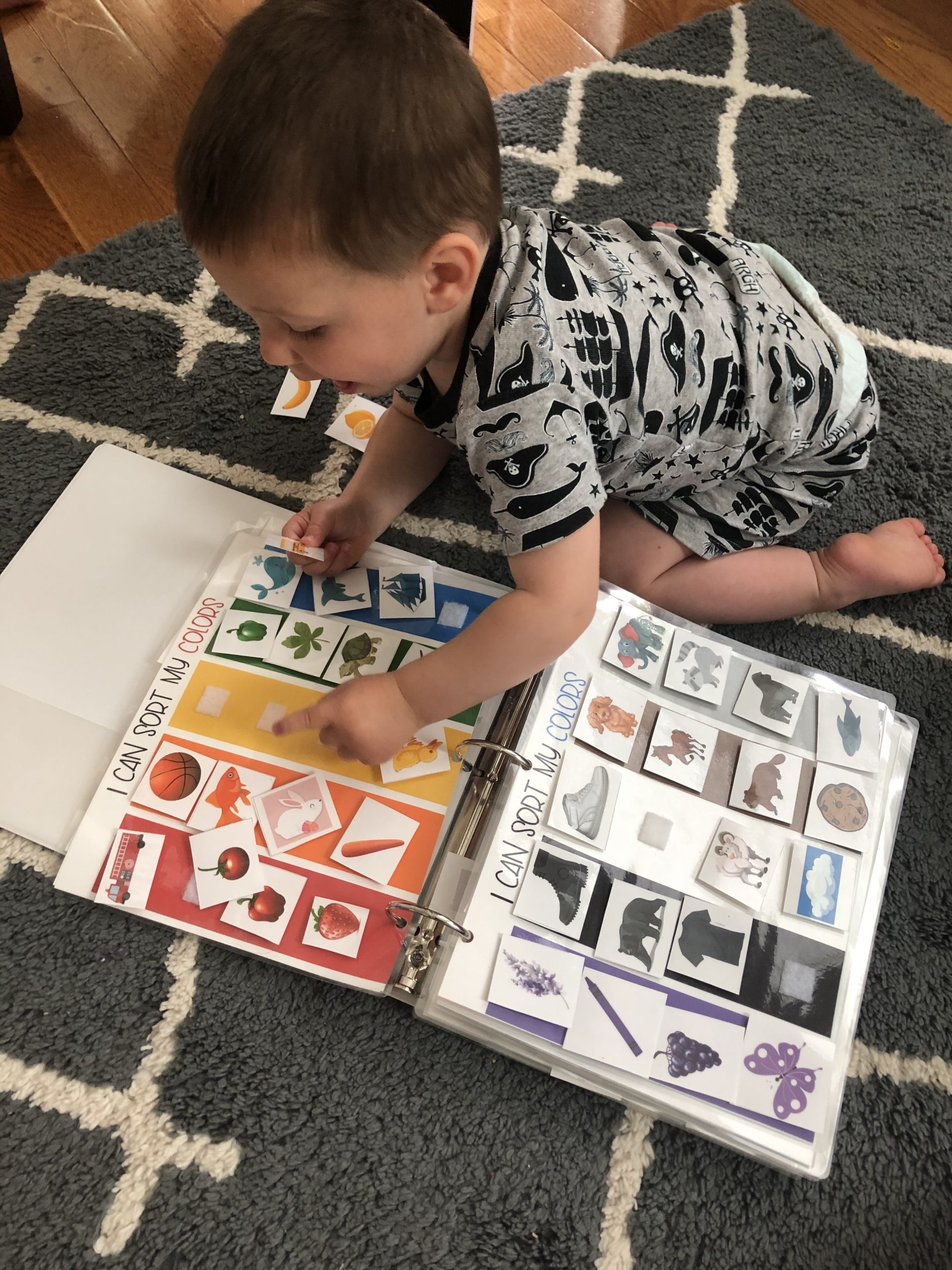 Make a busy binder for your toddler or preschooler to help them learn new concepts. DIY the quiet book for your child with velcro and a binder.