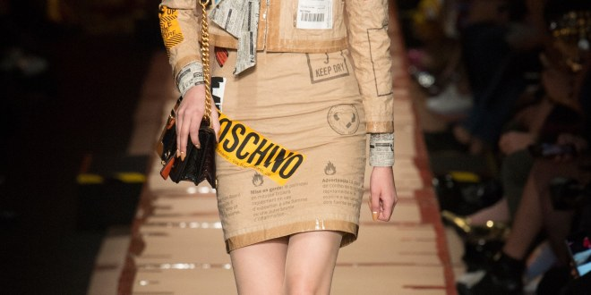 Moschino – Fall 2017- Out of the Box!