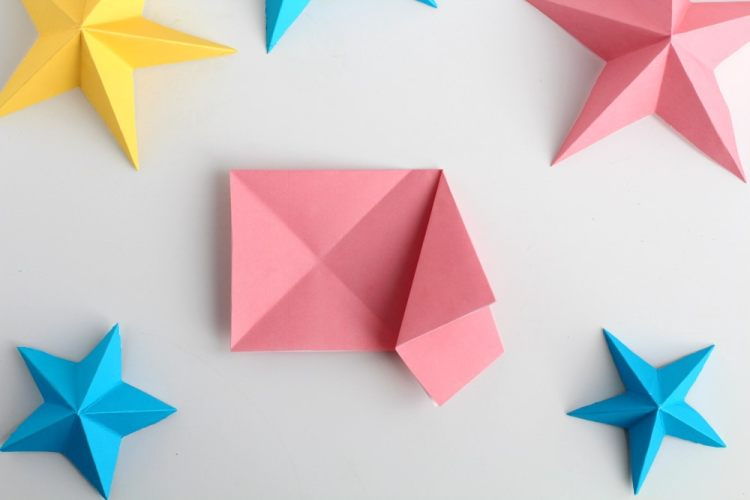 how to make 3D paper stars the easy way | Fold the right corner onto itself