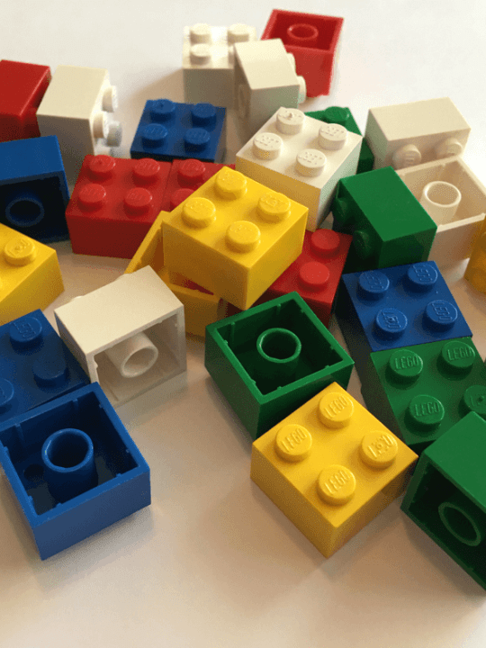 Simple Lego coding activities for kids. Start your kids on the path to coding with these easy STEM activities! #coding #kids #Legos #STEM #learning #activity #toddler #preschool Team-Cartwright.com