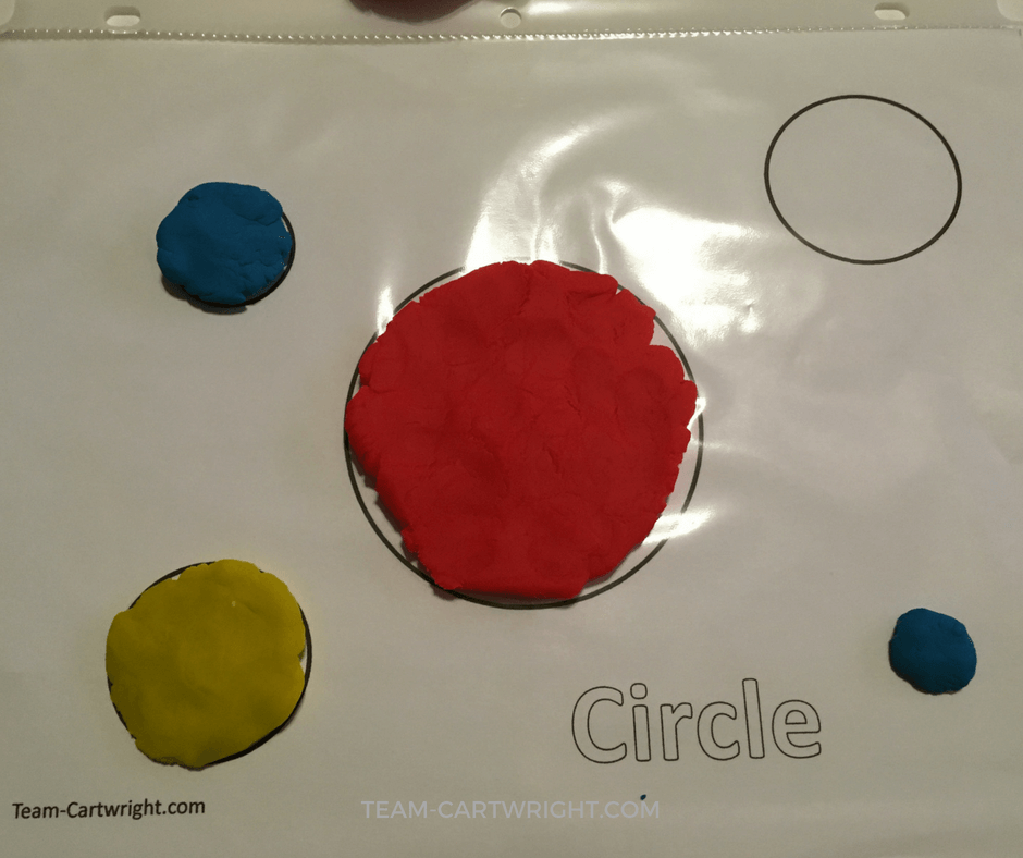 Use Play-Doh to create a sensory activity that teaches kids shapes. Easy and fun! #toddler #preschooler #shapes #learning #activity #printables Team-Cartwright.com