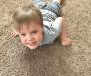 Make your kids think their arms are going through the floor! Fun and easy human body experiments to wow your kids. #Science #learning #activity #STEM #body #experiments #kids #preschool Team-Cartwright.com