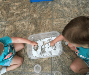 There are huge benefits of sensory play for kids. Learn all this play does for kids and easy ways to implement it. #sensory #play #learning #activities #toddler #preschooler #kids Team-Cartwright.com