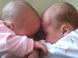 How to sleep train twins in the same room. Don't let room sharing make you think you can't teach your twins to sleep through the night. Here are the best tips on how to teach your twins to sleep, even in the same room. #twins #sleep #training #baby #babywise #pacifier #tips #hacks Team-Cartwright.com