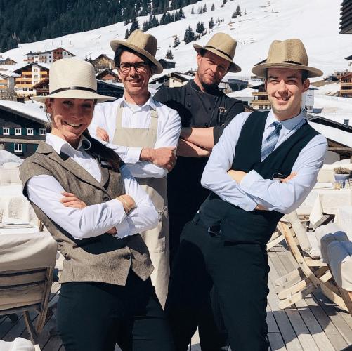 Service Team auf der Terrasse