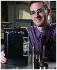 Handheld 'T-ray' device earns first ever lamelson-Rensselaer student prize