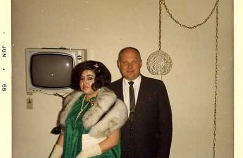 vintage photo dressed up to go out mom and dad in motel hotel fancy fur coat bad Family Portraits Bad Family Photos Ellen worst family pics funny pictures awkward family photos wtf ugly people stupid people crazy people weird people of walmart