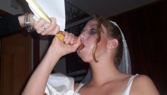 Bride doing beer bong Drunk bride Funny Wedding Pictures Bad Wedding Photos Worst Wedding Pics Disasters Crazy Photography ideas