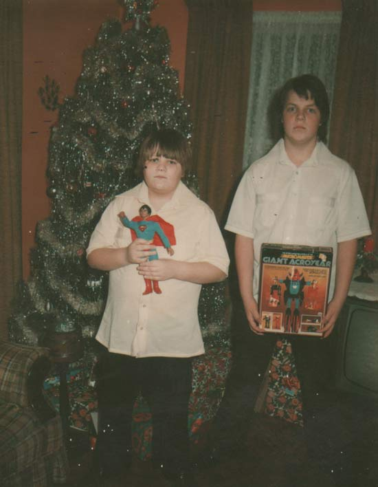 26 Funny Awkward Christmas Photos for the Whole Family ~ vintage snap 1970s awkward kids