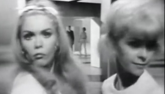 Mash up Ramones vs Marvin Gaye - Blitzkrieg Bop meets Ain't that Peculiar
