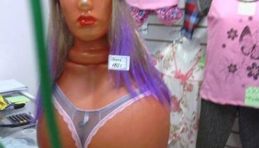 Creepy mannequin face on butt ~ funny pics