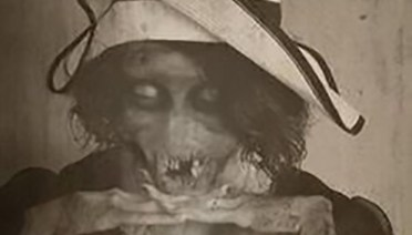 vintage post mortem picture of dead mother ~ old creepy photos