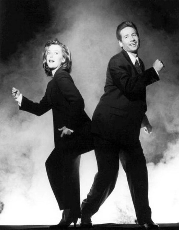 Funny pic of X-Files' Mulder and Scully dancing