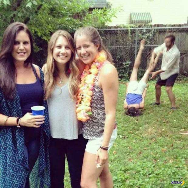 Timing is everything...... ~.~ Awkwardly funny family photos girl dropped on head photobomb