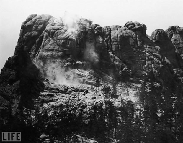 A look at the natural Mount Rushmore just as carving began.