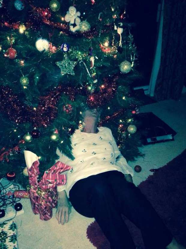 1 Awkwardly Funny Family Christmas Photos~ grandma passed out under tree