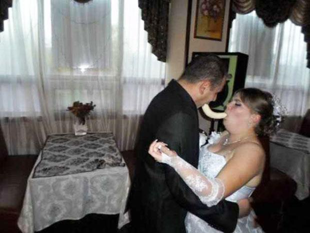 23 Funny Wedding Photos, Awkwardly Speaking