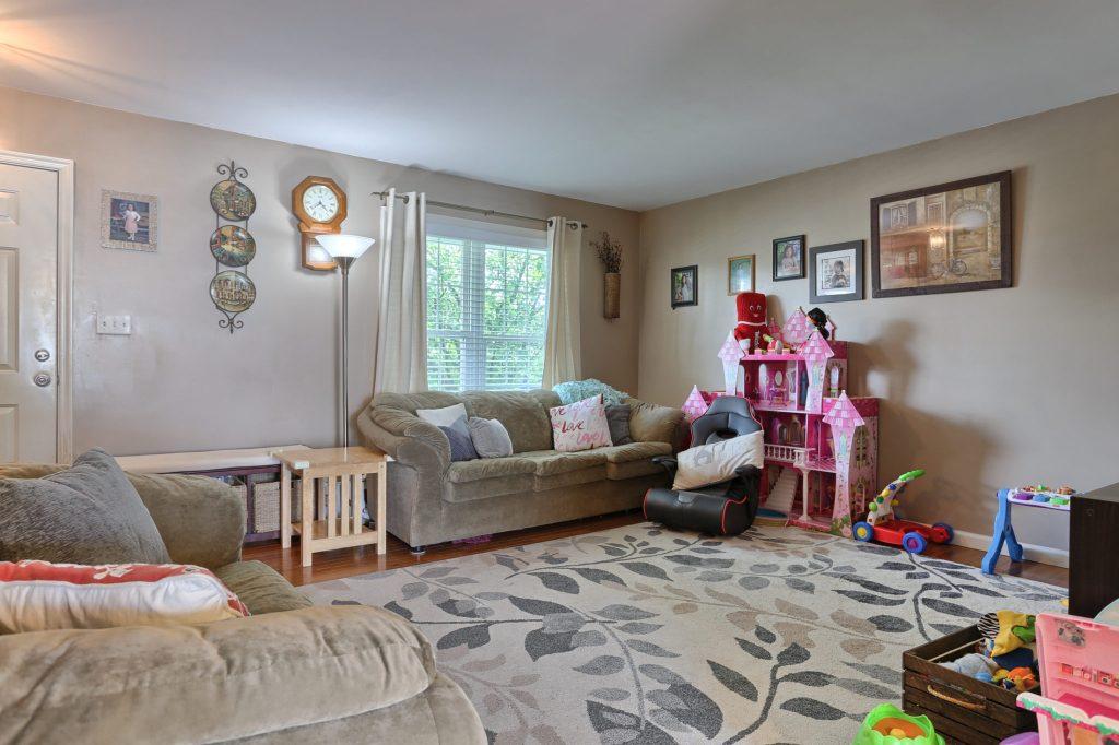 189 Twin Creeks Dr - Living Room 1