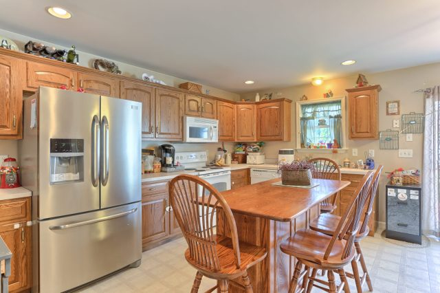 189 Twin Creeks Dr - Kitchen