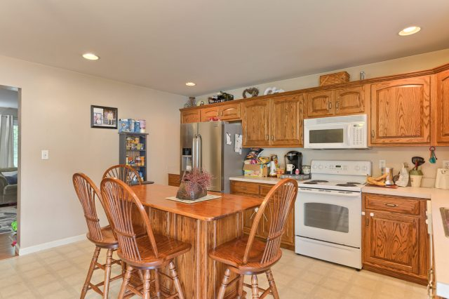 189 Twin Creeks Dr - Kitchen 2