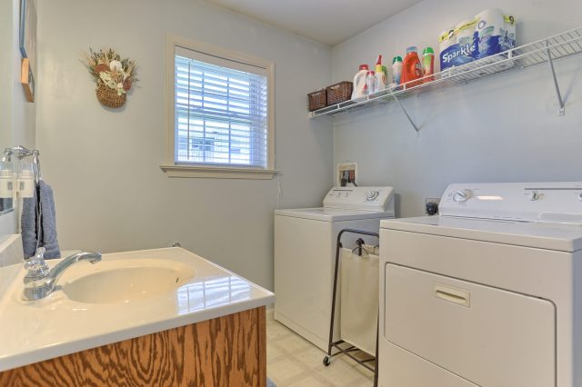189 Twin Creeks Dr - Laundry